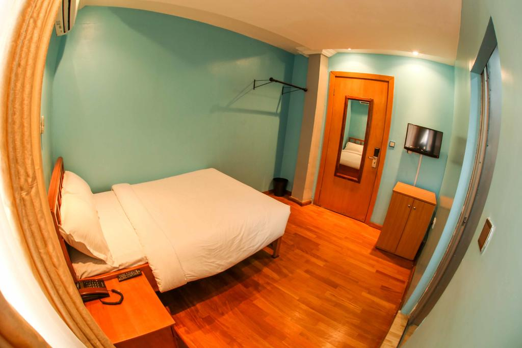 the snug hotel yaba